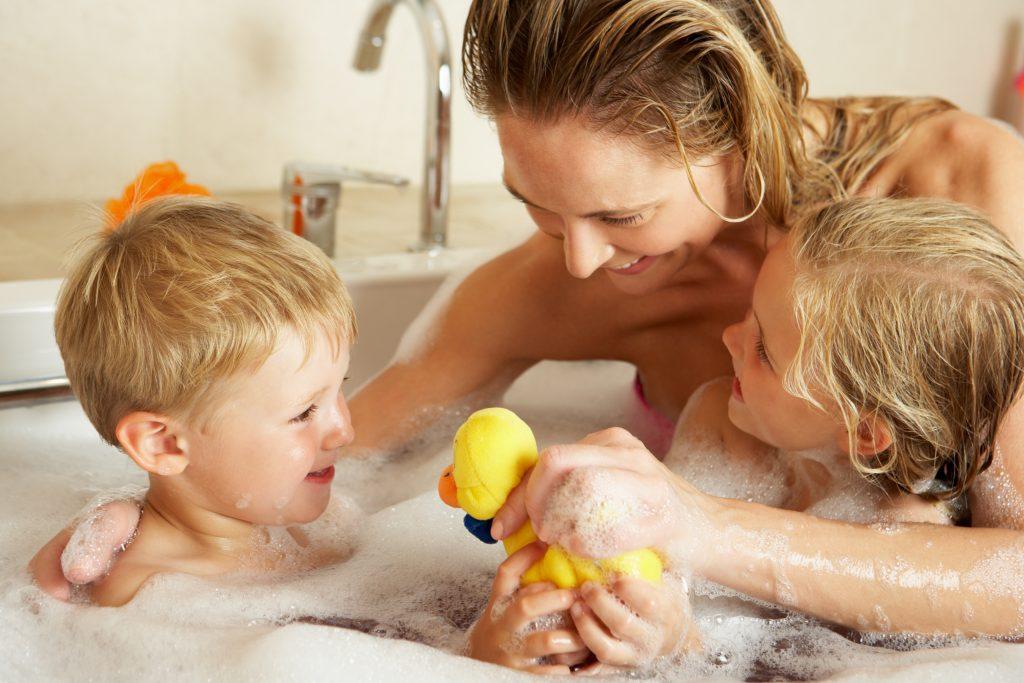 Lifestyle | De ideale gezinsbadkamer: praktisch en veilig - Stijlvol mama blog www.stijlvolmamablog.nl